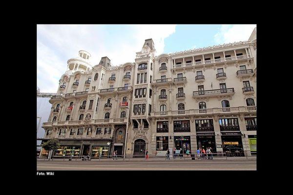 el museo grassy se encuentra en la c de la gran va en la joyera grassy y en uno de los edificios ms emblemticos de madrid