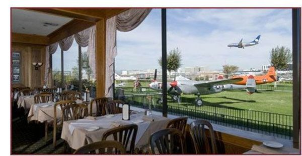 final lunch salute to southbay 39 s landmark proud bird aviation themed restaurant gay winos los. Black Bedroom Furniture Sets. Home Design Ideas