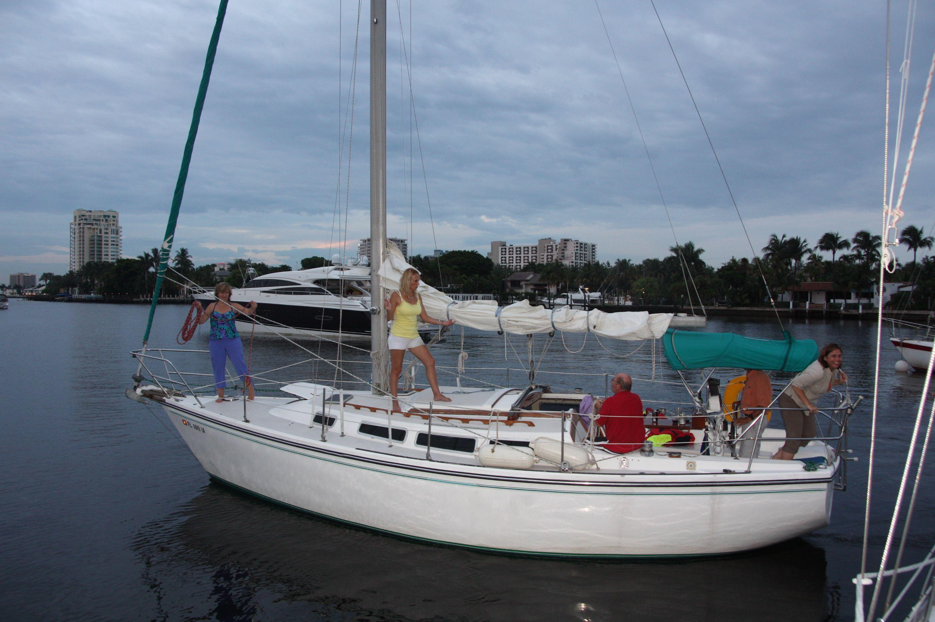 meet commodore singles The purpose of south florida sailors and boaters is to welcome singles and couples, who enjoy boating, in order that members can meet others with similar interests, participate in boating activities and learn safe boating practices through education.